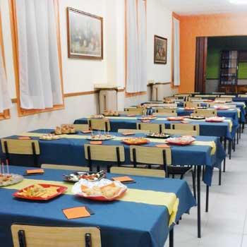 Comedor con capacidad para 100 jóvenes